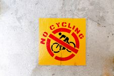 Free No Cycling Sign Royalty Free Stock Photo - 32410875