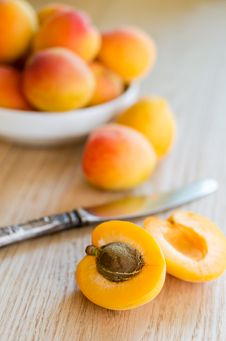 Free Apricots Royalty Free Stock Photography - 32416757