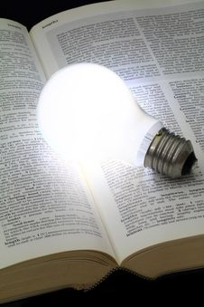 Free Illuminated Light Bulb Royalty Free Stock Photos - 32422368