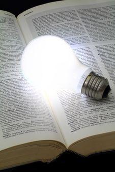 Free Illuminated Light Bulb Royalty Free Stock Photos - 32422368
