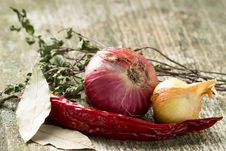Free Onion And Chilli Pepper With Herbs On Old Wood Board Royalty Free Stock Images - 32426999