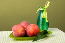 Free Peaches Stock Photography - 32462602