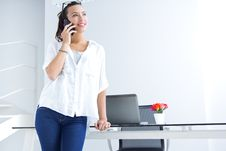 Free Woman Talking On The Mobile Phone Royalty Free Stock Images - 32468439