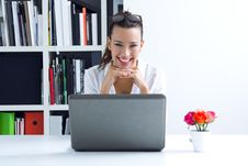 Free Woman With Laptop Working At Home Royalty Free Stock Photography - 32469037
