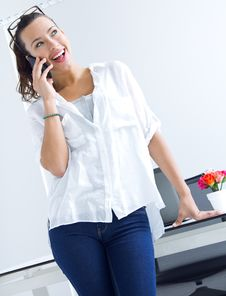 Free Woman Talking On The Mobile Phone Stock Photography - 32469452