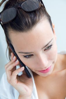Free Woman Talking On The Mobile Phone Stock Photos - 32469463
