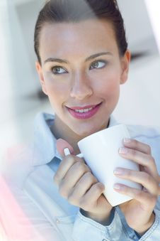 Free Young Woman Having A Coffee At The Kitchen Royalty Free Stock Photography - 32469887