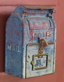 Free Old Blue Mailbox On A Door. Royalty Free Stock Image - 32471816