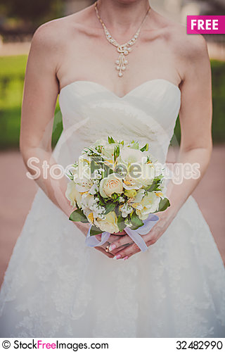 Free Bridal Bouquet Of Flowers Stock Photo - 32482990