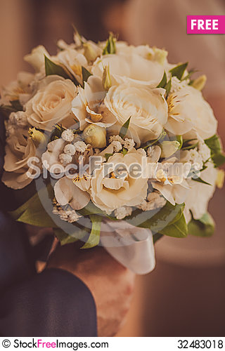 Free Bridal Bouquet Of Flowers Royalty Free Stock Photos - 32483018