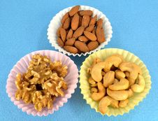Free Cashews, Almonds And Walnuts. Royalty Free Stock Photos - 32489918