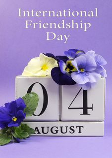 Free Save The Date White Block Calendar For August 4, International Friendship Day - Vertical Stock Image - 32496141