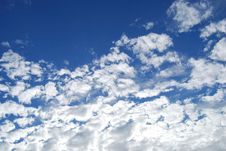 Free Fluffy Sky Royalty Free Stock Photos - 3250518