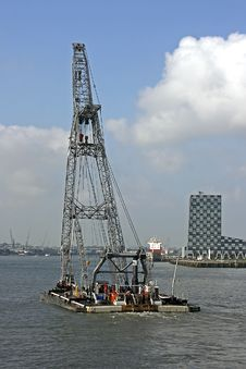 Free Hoisting Crane Royalty Free Stock Image - 3256436