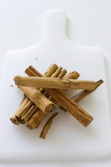 Free Cinnamon Sticks Royalty Free Stock Image - 3258656