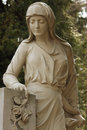 Free Statue Of Women On Tomb Royalty Free Stock Photo - 32504925