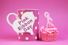 Free Pink Ribbon Cupcake With Message On Coffee Cup Stock Photos - 32558733