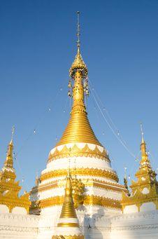 Free Gloden Pagoda Stock Photo - 32589650