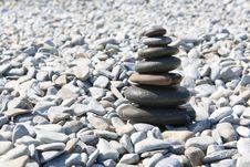 Free Pyramid Of Pebbles On The Beach Royalty Free Stock Photos - 32599828