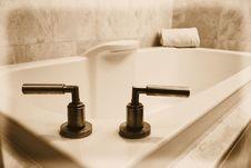 Free Simple White Bathtub Royalty Free Stock Image - 3269656