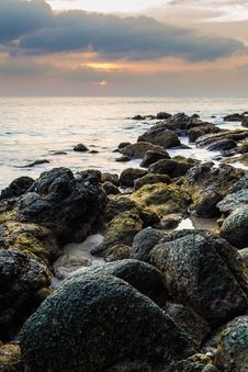 Free Rocky Beach Stock Photo - 32633140