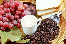 Free Hot Coffee With Grapes Royalty Free Stock Photo - 32634655