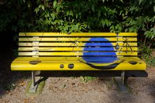 Free Creative Yellow Painted Bench Stock Photography - 32638202