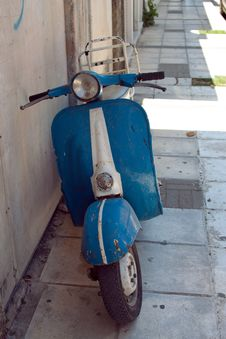 Free Moped Stock Images - 32645774