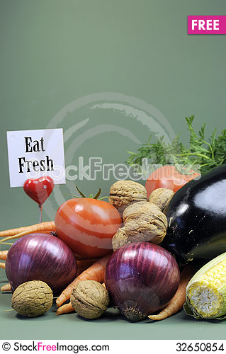 Free Eat Fresh Message Sign With Fresh Raw Vegetarian Food - Vertical. Stock Images - 32650854