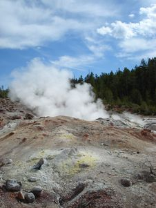 Free Steamboat Geyser, Norris Basin, Yellowstone Royalty Free Stock Photos - 32654298