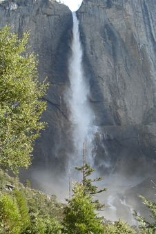 Free Upper Falls, Yosemite Stock Photography - 32654452
