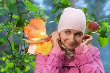 Free Girl Pulls Her Hat Royalty Free Stock Photos - 3270178