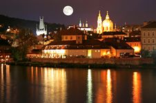 Free The Night View Of Prague Royalty Free Stock Photo - 3275685