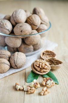 Free Walnuts Royalty Free Stock Photography - 32700757