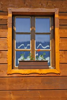Free Window Of Wooden Cottage Royalty Free Stock Photography - 32720527