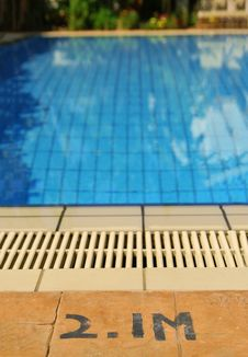 Free Swimming Pool Depth Royalty Free Stock Image - 32720556