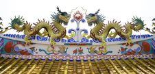 Free Colorful Dragon Statue On Roof Of Temple Royalty Free Stock Photos - 32731028
