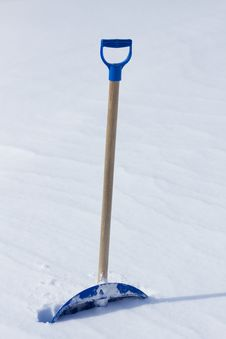 Free Snow Shovel Royalty Free Stock Photos - 32737158