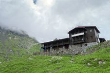 Free Mountain Hut Royalty Free Stock Images - 32744039
