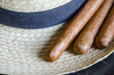 Free Cuban Cigar Stock Photo - 32752700