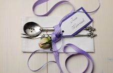 Free Purple And White Shabby Chic Wedding Table Setting Royalty Free Stock Images - 32757349