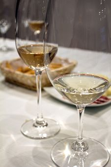 Free Two Glasses Of White Wine Stock Photo - 32788820