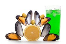 Free Mussels And Cocktail Royalty Free Stock Photo - 32796345