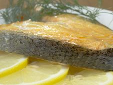 Free Fried Salmon On A Plate With Lemon Royalty Free Stock Photography - 32797097