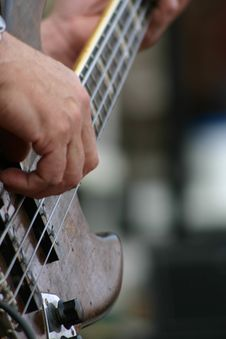 Free Bass Guitar Royalty Free Stock Photography - 3283607