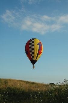 Free Hot Air Balloon Over Field Stock Images - 3284964