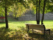 Free A Bench And Yellow Leaves Stock Image - 3287381