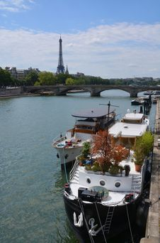 Free Party Boats Moored On The Seine River With Eiffel Tower In Backg Stock Photography - 32821122