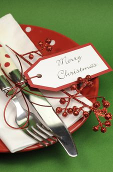 Free Red And Green Merry Christmas Dinner Table Place Setting - Vertical Closeup Stock Photo - 32821400