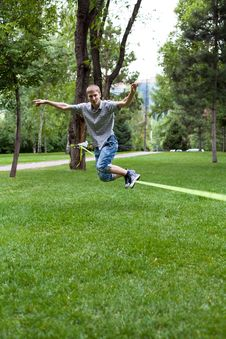 Free Man In The Slackline Royalty Free Stock Images - 32835179
